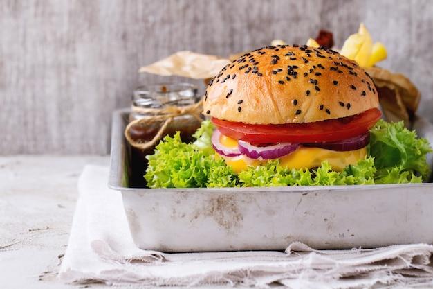 Frischer hausgemachter hamburger