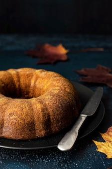 Frischer hausgemachter kürbis-bundt-kuchen