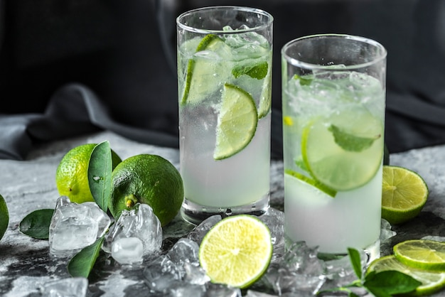 Frischer kalk trinkt makroschuß