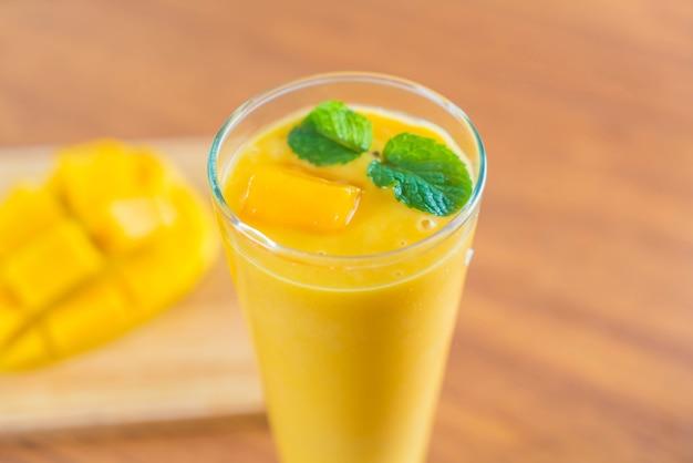 Frischer mango-smoothie
