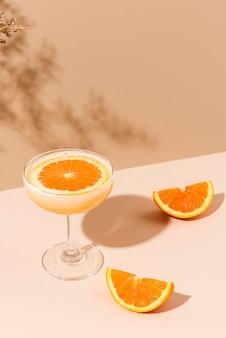 Frischer orangen-margarita-cocktail