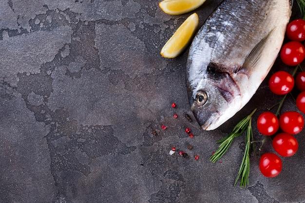 Frischer roher fisch