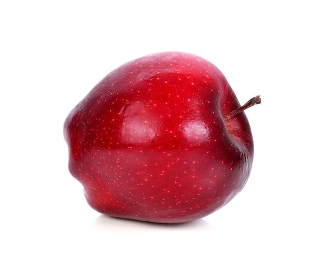 Frischer roter apfel auf einem weißen hintergrund