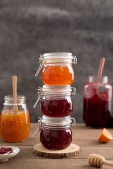 Frischer saftiger haufen hausgemachter marmelade
