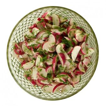 Frischer salat aus gemüse und radieschen