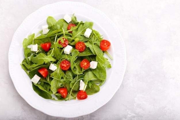 Frischer salat mit feta