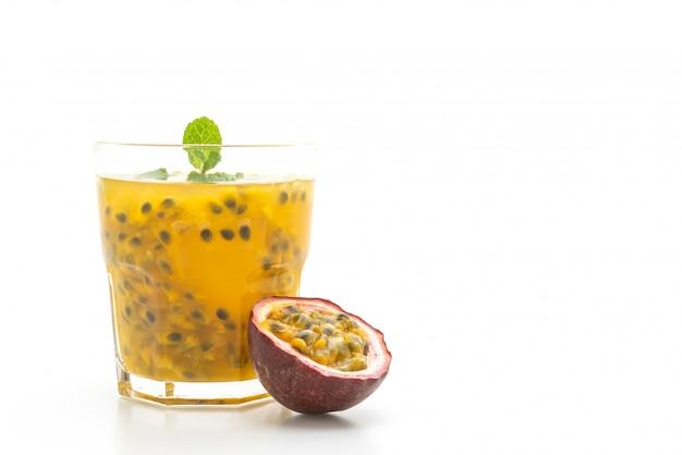 Frischer und gefrorener passionsfruchtsaft