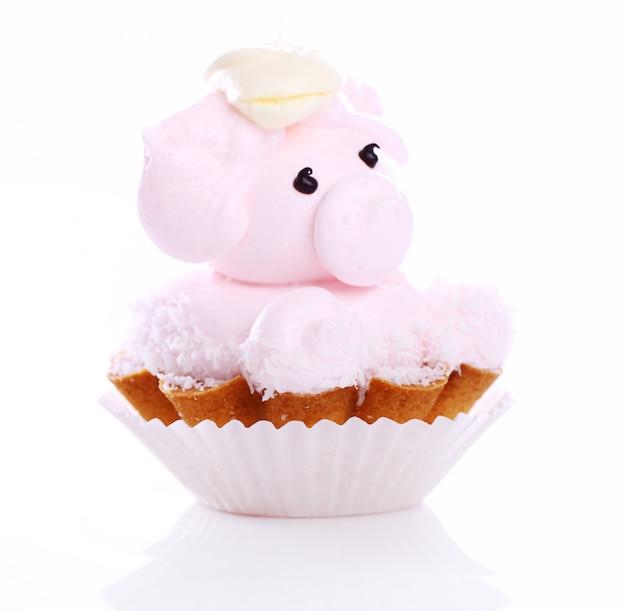 Frischer und leckerer kuchen in schweineform