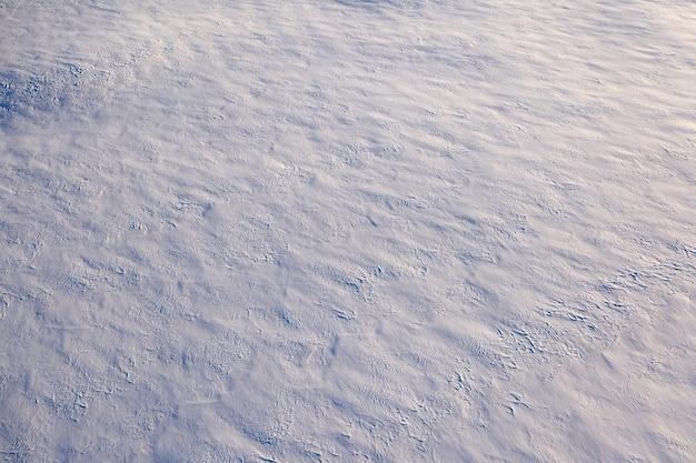 Frischer weicher flauschiger weißer schnee, hintergrund oder textur.