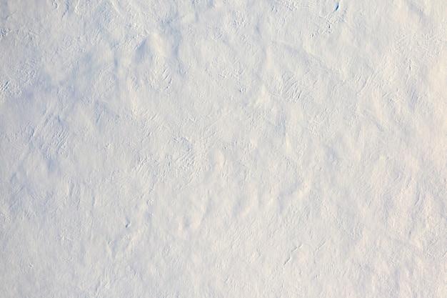 Frischer weicher flauschiger weißer schnee