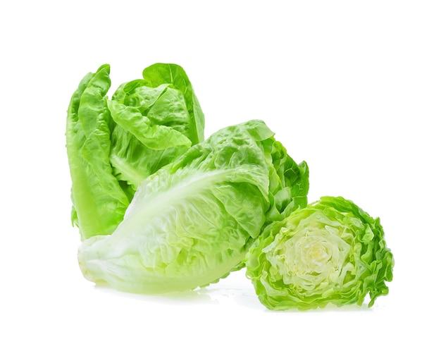 Frisches baby cos (salat) auf weiß