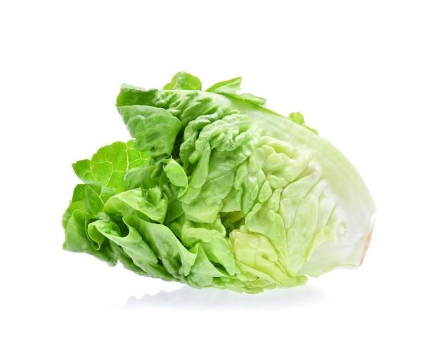 Frisches baby cos (salat) lokalisiert auf weiß