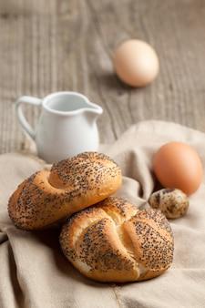 Frisches brot und eier