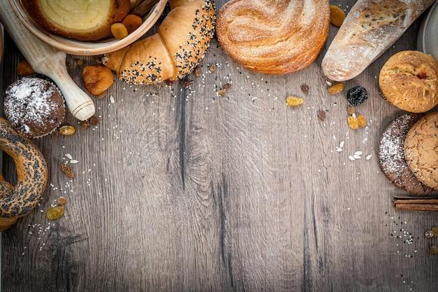 Frisches gebäck brötchen weidenkorb rustikale bäckerei weizen donuts banner