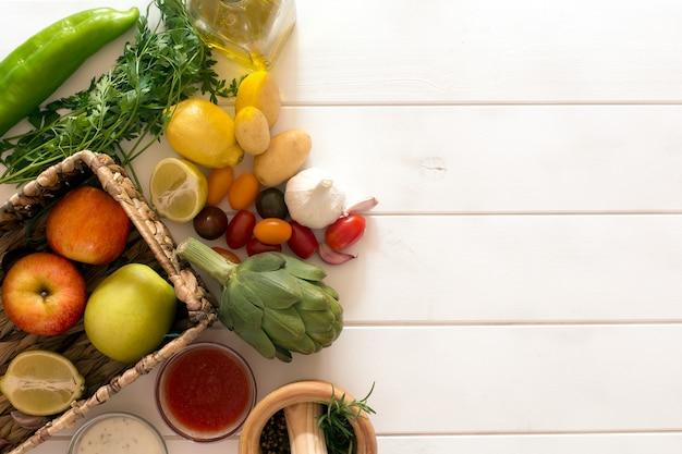 Frisches gemüse aus biologischem anbau. ansicht von oben