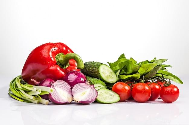 Frisches gemüse für einen salat
