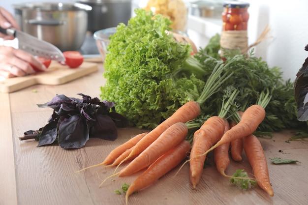 Frisches gemüse in der küche