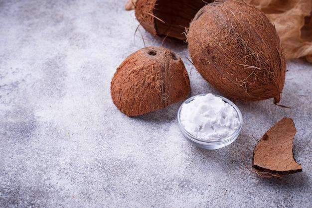 Frisches kokosnuss- und kokosnussöl