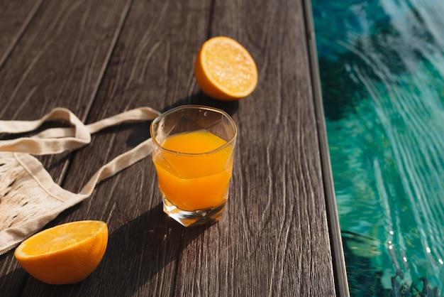 Frisches orange und sommermode-strandaccessoires