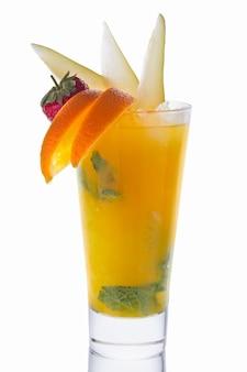 Frisches orangen- und birnensaftcocktail