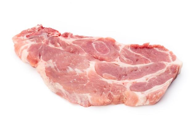 Frisches rohes rindfleischsteak lokalisiert auf weißem hintergrund, draufsicht.
