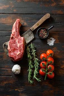 Frisches steak auf fleischerbeil