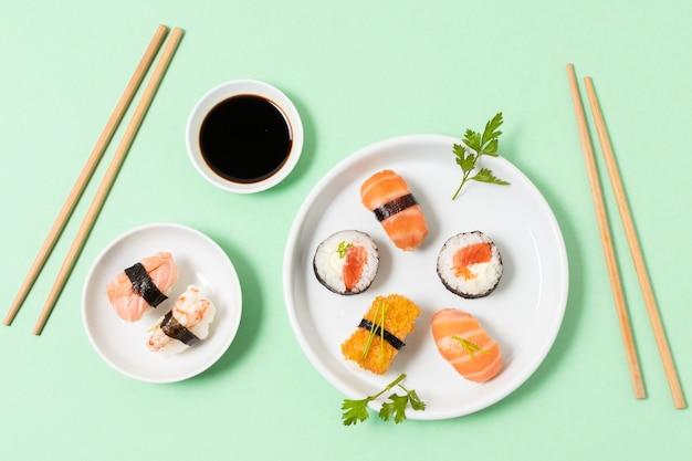 Frisches sushi zum essen