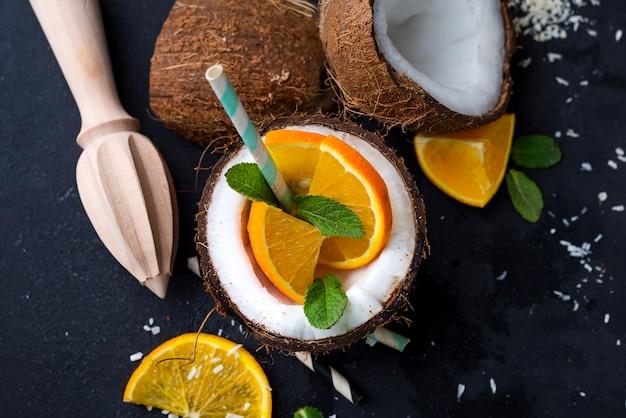 Frisches tropisches cocktail