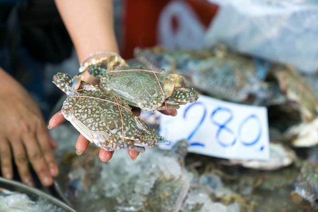 Frischwasserkrabbe auf dem markt