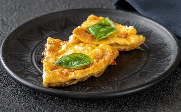 Frittata mit gemüse und käse