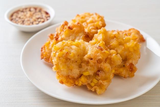 Frittierter mais mit sauce - vegane und vegetarische küche