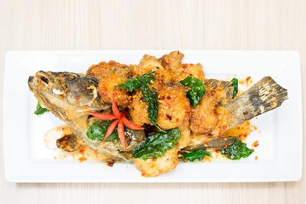 Frittierter zackenfisch