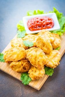 Frittiertes hühnerfleisch rufen nugget an