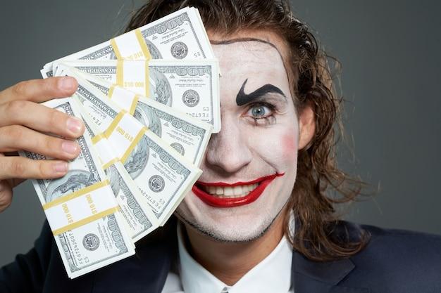 Fröhlich zeigt komiker vermögen reich