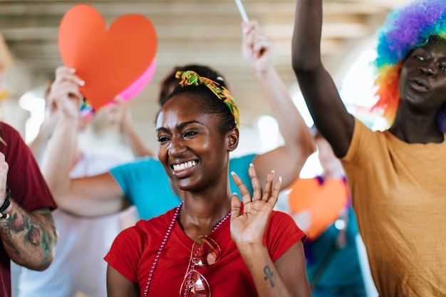 Fröhlicher gay pride und lgbt festival