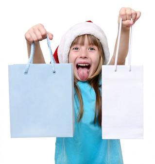 Frohe weihnachten mädchen halten große einkaufstüten.