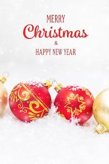 Frohe weihnachten und ein glückliches neues jahr, feiertagsgrußkartenhintergrund. selektiver fokus.urlaub