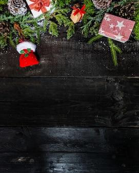 Frohe weihnachten und ein glückliches neues jahr, wintersaison mit schnee und dekoration