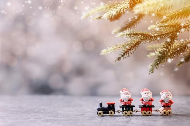 Frohe weihnachten und ein glückliches neues jahr. wintersaisonurlaub mit weihnachtsdekoration.