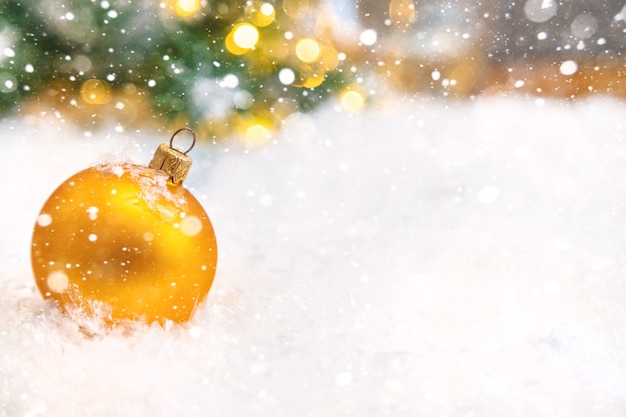 Frohe weihnachten und ein gutes neues jahr, feiertagsgrußkartenhintergrund. selektiver fokus.
