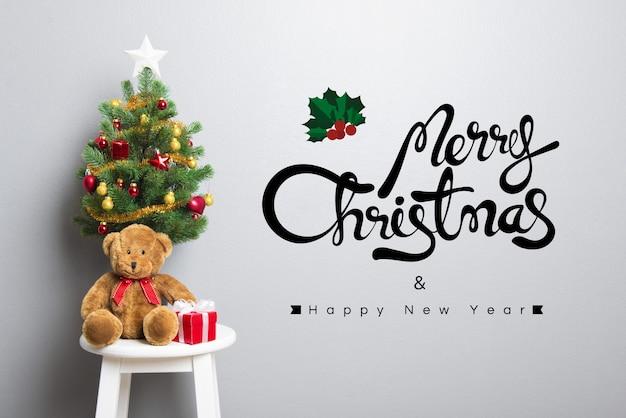 Frohe weihnachten und happy new year text an der wand