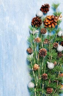 Frohe weihnachtsbaum-grußkarte oder frohes neues jahr 2022