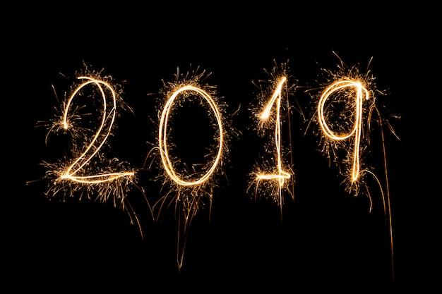 Frohes neues jahr 2019 geschrieben mit sparkle feuerwerk
