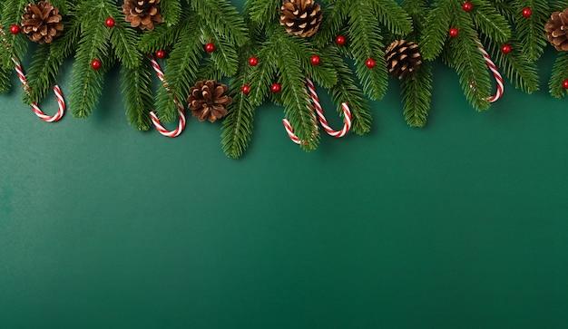 Frohes neues jahr, weihnachtstag konzept draufsicht flach legen tanne äste und dekoration