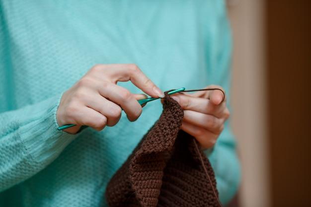 Front shot von woman hand crochet wool sweater