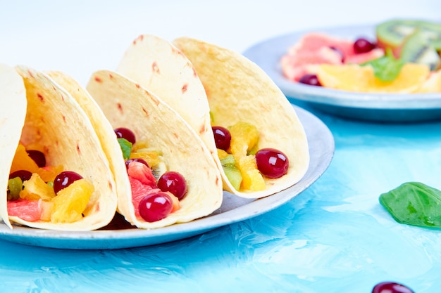 Frucht-tacos. sommersnacks.