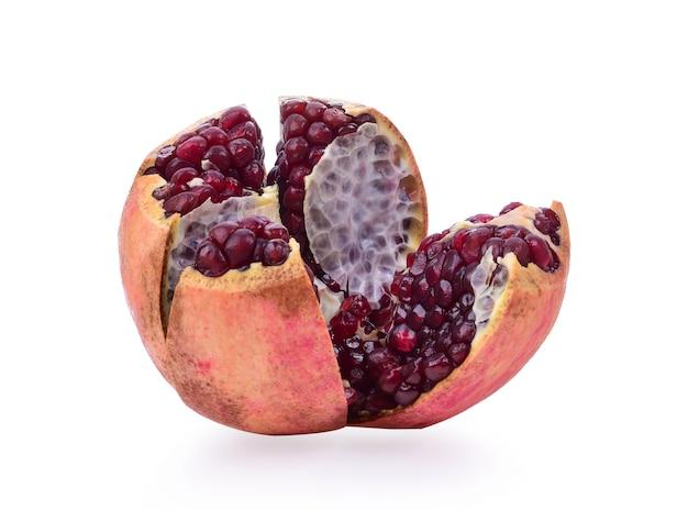 Fruchtgranatapfel auf dem tisch