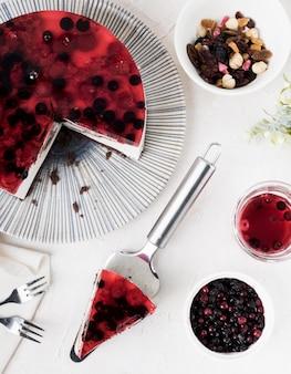 Fruchtiges kuchenstück flach liegen