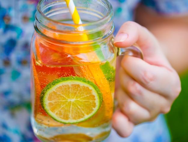 Fruchtlimonade im glas