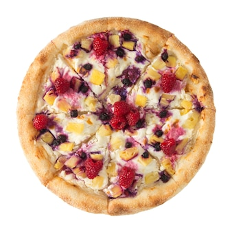 Fruchtpizza mit himbeeren, blaubeeren und ananasstücken.